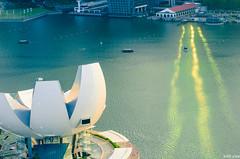 Art Science Museum and Marina Bay, Singapore (Tatyana Kildisheva) Tags: singapore asia southeastasia tropics singapura marinabay dsc4179