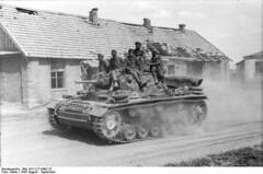 "Panzer III in einem Dorf im Süden Russlands 9/1942 • <a style=""font-size:0.8em;"" href=""http://www.flickr.com/photos/81723459@N04/13540069115/"" target=""_blank"">View on Flickr</a>"