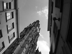 In between (Ren-s) Tags: sky ciel buildings btiment immeuble architecture blackandwhite noiretblanc clouds nuages windows fentre cathedral eglise church clock horloge anvers antwerp antwerpen