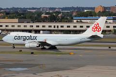 LX-FCL | Boeing 747-467F | Cargolux (cv880m) Tags: newyork kennedy jfk kjfk lxfcl boeing 747 744 747400 74f 747467f freighter aircargo cargolux jumbo luxembourg hybrid