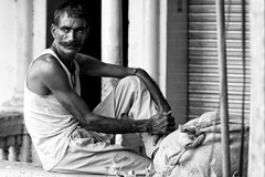 Indian laborer (BDphoto1) Tags: india newdelhi man indian ethnic cultural laborer resting sitting one horizontal blackandwhite streetphotography