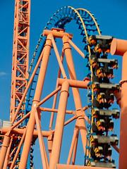 Parque Warner - El looping del Stunt Fall (damargo1983) Tags: madrid comunidaddemadrid colores colors colours color luz light cielo sky parquewarner montaarusa parquedeatracciones looping rollercoaster warnerbros sanmartndelavega stuntfall