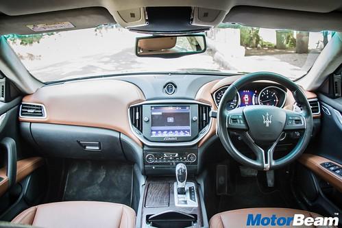 2017-Maserati-Ghibli-10