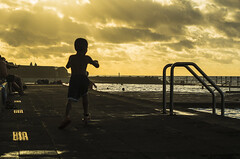 Childhood (davidlloret) Tags: childhood niñez despreocupado carefree juego play enjoy enjoyment placer sunset atardecer yellow sky amarillo cielo piscina pool tranquilidad quiet españa spain islas canarias canary islands bajamar ocaso silhouette silueta nikon d5200 cazadoresdeimagenes humans humanos light luz fugaz fleeting