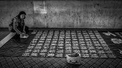 come and go - signs of sand (Klaus Mokosch) Tags: street streetlife hongkong asien asia monochrome mono schwarzweiss blackwhite hdr klausmokosch urban city travel reise