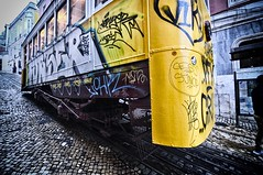 Ascensores de Lisboa (franzkuhn2) Tags: lissabon lisbon lisboa cablecar ascensores elevator portugal yellow nikon d90 tokina 1116mm graffity nik glow