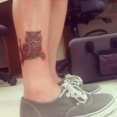 Eule Mit Augen-Pyramide Tattoo Auf Rücken Bein Für Jungen (tattooideen) Tags: augenpyramide bein eule für jungen rücken tattoo