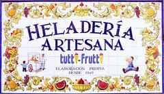 Azulejos. Heladería Tutti Frutti (Madrid) (Juan Alcor) Tags: madrid tiles azulejos tuttifrutti heladeria artesaníatalaverana