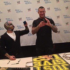 "Wrestlemania 29 - Orton and Rey tweet the ""Just Give Up"" sign"