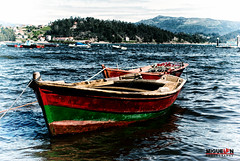 Sapore di mare (Miguel Angel SGR) Tags: travel red sea espaa mer seascape color colour verde green tourism water colors sailboat marina boats boat mar spain rojo agua colorful europa europe barca mare barco sailing barcos estuary galicia viajes trips sailor 1001nights barcas turismo mere pontevedra ria touring seas combarro sailer colorido marinero oceanos estuario nikonistas d3000 nikond3000 vision:text=0598 vision:outdoor=0901 vision:car=0859 vision:sky=0803