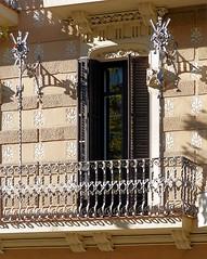 Barcelona - Crsega 413 e 1 (Arnim Schulz) Tags: barcelona espaa art window architecture liberty ventana spain arquitectura arte fenster kunst catalonia finestra artnouveau gaud architektur catalunya espagne fentre modernismo catalua spanien modernisme jugendstil espanya katalonien stilefloreale belleepoque baukunst