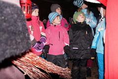 Kinder lauschen zu (bcuzwil) Tags: santa christmas kids club weihnachten schweiz switzerland kinder weihnachtsmann claus badminton wald bcu samichlaus uzwil badmintonclub schmutzli