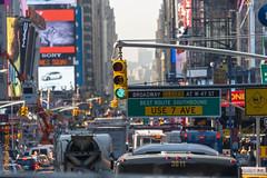 New York City (Edi Bähler) Tags: newyorkcity newyork trafficlights building structure bauwerk gebäude vereinigtestaaten strassenverkehr strassenschlucht lichtsignal 28300mmf3556 nikond3s