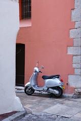 Scoot Tropezien (gillesmont) Tags: village scooter côte provence dazur ruelles