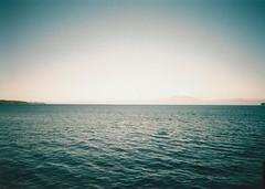 Olympus Trip 5050009 (Heimwartss) Tags: trip lake verde green water azul landscape lago atardecer dusk olympus sur 505