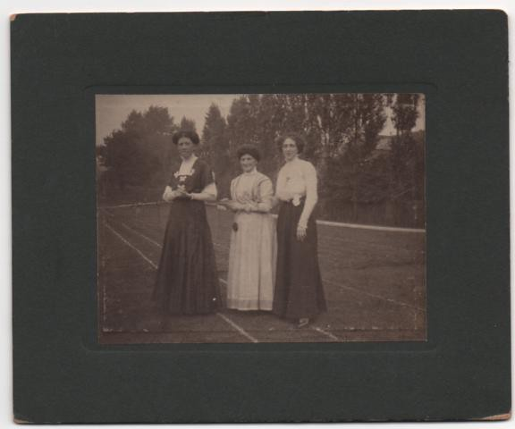 ALICE WITH MOTHER AND JEANNE OR SYLVIA BUTT