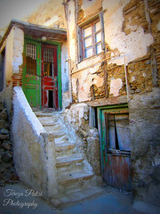 The beauty of old (Terezaki ✈) Tags: travel red vacation holiday green colors island greek ruins doors searchthebest aegean naturallight greece grecia cyclades naxos pictureperfect naturesfinest greekisland ελλάδα 80favs naxosisland anawesomeshot flickrdiamond theperfectphotographer νάξοσ κυκλαδεσ