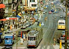 Summer in Amsterdam (1964) (Amsterdam RAIL) Tags: amsterdam lampe 3g 1964 wimpy straatbeeld gtw gvb damrak 614 verheul straatfoto lijn25 dsbreak vwt1b gvb614