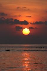 coucher de soleil  Biyadhoo island (Maldives) (thiery49) Tags: sunset sea sun mer island soleil spring coucher ile printemps atoll malives ilot corallien