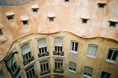 Casa Mil (.grux.) Tags: minolta af50bigfinder 27mmlens film agfavistaplus200 building windows gaudi casamil lapedrera barcelona