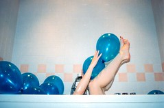 (StefanoMajno) Tags: anna berlin germany kreuzberg stefano majno noface hidden face kodak kodakcolor 400 expired light heart love film analog analogue analogica filmisnotdead photography hands outfocused focus lomo lomography lomofilm shootingfilm shooting blu blue geometry hair blonde mirror mirrored perspective dark symmetry balloons long exposure esposizione sfondo bianco bath hot tub surreal