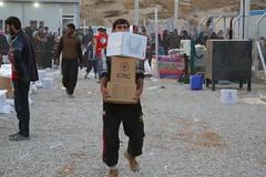 عمليات الاغاثة وتقديم المساعدات الى العوائل النازحة من مختلف قرى ومناطق محافظة #نينوى (19) (جمعية الهلال الاحمر العراق) Tags: نينوى مساعداتانسانية مساعدات موصل