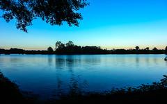 la nuit tombe sur le plan d'eau de la Veyle. (koalalumpur) Tags: hdr soir coucherdesoleil sunset saintdenis lac rhnealpes france ombre ciel