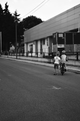 Broterhood (Giovanna Franco Photography) Tags: street blackandwhite photostreet streetphotography photography photographer childrenphoto nikon nikond3200 monocromo monocrome 50mm puglia child brotherhood