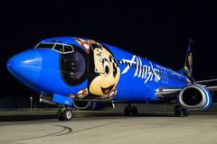 N784AS - Boeing 737-4Q8 - Alaska Airlines (Bjoern Schmitt) Tags: n784as boeing 7374q8 alaska airlines cn 28199 2826 disneyland special colours 737 737400 klax lax losangeles night airplane