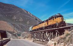 Switching cement plant, Devils Slide, UT April 14, 1986 (blair.kooistra) Tags: unionpacific gp30 parkcity webercanyon ogden echo utah utahrailroads branchlinerailroads