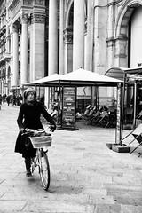 Milano - Novembre 2016 (Maurizio Tattoni....) Tags: italy lombardia milano bicicletta persone bn bw blackandwhite biancoenero monocrome leica mauriziotattoni