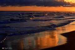 ORO E AZZURRO ! (Salvatore Lo Faro) Tags: natura nature mare onde risacca sole riflessi blu azzurro rosso nuvole alba rodi gargano puglia italia italy salvatore lofaro nikon 7200