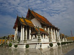 Wat Suthattepwararam (tom_2014) Tags: temple architecture building urban buddhist buddhisttemple city bangkok thai thailand asia asian southeastasia roof wat suthattepwararam watsuthattepwararam religion religious religiousarchitecture buddhistarchitecture square