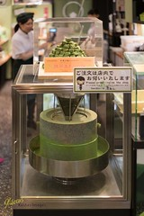 Green Tea Mill (Kostas Trovas) Tags: mill  natural grinding seller candies shop effective healthy mochi ricecake kyoto matcha nishikimarket teapowder teashop asia flavor  taste greentea  display teaproducts japan powdertea