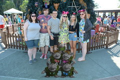 Animal Kingdom (Elysia in Wonderland) Tags: elysia florida orlando disney world 2016 holiday animal kingdom lucy pete becca clinton amy christmas tree frame frozen trolls