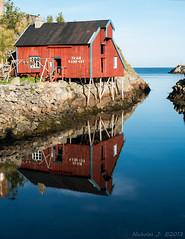 Rorbu en mirroir (Nicholas J.) Tags: norway nikon nikkor lofoten d800 norvge