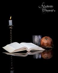 A la luz de una vela (Norberto Vivancos) Tags: luz canon estudio murcia iluminacion bodegon mazarron norbertovivancos