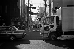 2013.12.15 Yokohama (nobring) Tags: street leica blackandwhite bw film monochrome blackwhite trix streetphotography 400tx yokohama summilux 横浜 m4 モノクロ 白黒 フィルム bwfp 7n4vju