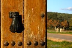 Poniendo puertas al campo (Guervs) Tags: door espaa countryside andaluca spain puerta gate campo estrella virgen jan condado santuario comarca