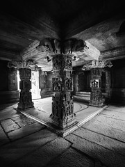 pillars - piliers (jibibi) Tags: voyage travel bw india white black monument french temple blackwhite nikon noir jean noiretblanc sigma walker 1020mm pillars blanc franais visite hampi inde baptiste jeanbaptiste piliers jibi thouron d7000 jibiwalker jeanbaptistethouron