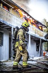 lmh-røyken035 (oslobrannogredning) Tags: bygningsbrann brann nedbrenning nedbrenningsøvelse flammer røykdykker røykdykkere røykdykking øvelse trening