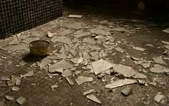 The bathroom (Skylark92) Tags: belgie belgium vlaanderen urbex urban exploring villa mansion manor landhuis dilapidated vervallen broken glass shards glas scherven