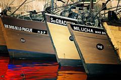 Que dios le pague mi lucha, seores (mujik estepario) Tags: pentaxk5iis pentaxlife pentax pentaxart barcos mardelplata mar puerto smcpentaxm135mmf35