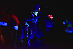 Hatbox Ghost in the Haunted Mansion at Disneyland (GMLSKIS) Tags: disney california amusementpark anaheim disneyland hauntedmansion hatboxghost