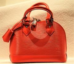 IMG_0212 (www.ilkkajukarainen.fi) Tags: handbag lether exclusive hieno arvokas ksilaukku mode muosti fashion new happy life suomi finland eu europa louisvuitton red laukku ksi muodikas vogue elle ikkuna window ostos