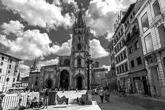 catedral de oviedo black & white (phooneenix) Tags: catedral oviedo blackwhite