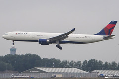 Delta Airlines --- Airbus A330-300 --- N825NW (Drinu C) Tags: adrianciliaphotography sony dsc hx100v ams eham plane aircraft aviation deltaairlines airbus a330300 n825nw a330