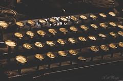 Letra B (A. del Campo) Tags: nikon nikkor nikond7000 mquinadeescribir letras teclas b typewriter old stilllife light shadows bokeh type letters desenfoque dof espaa luz naturallight spain viaje vintage