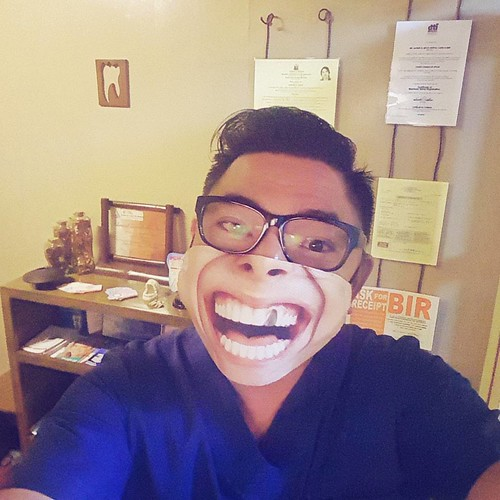 Ending my long toxic day with a big smile! Thank you sooo much @BenjieLayos for this...                         #thankful #BuhayDentista #DentistaPaMore #Dentist #cebu #CebuDentist #TheDentistIsIn #POTD #vsco #vscocam #vscocamph