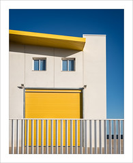 Amb un somriure / With a smile (ximo rosell) Tags: ximorosell color edificio buildings poligono arquitectura architecture algemesi nikon d750 valencia spain
